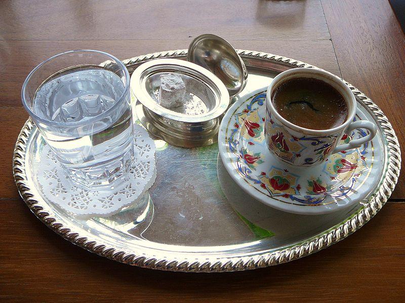 Türkischer Mocca-Kaffe und Baklava