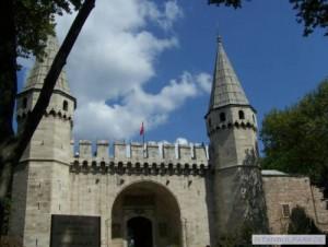 Eingang zum Topkapi Palast - das Machtzentrum des Osmanischen Reiches