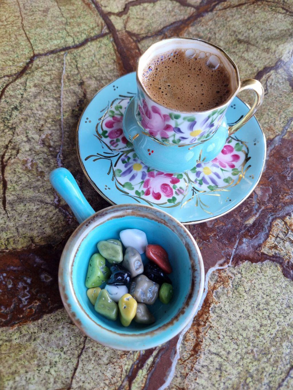 Ttürkischer Kaffee mit Süßigkeiten